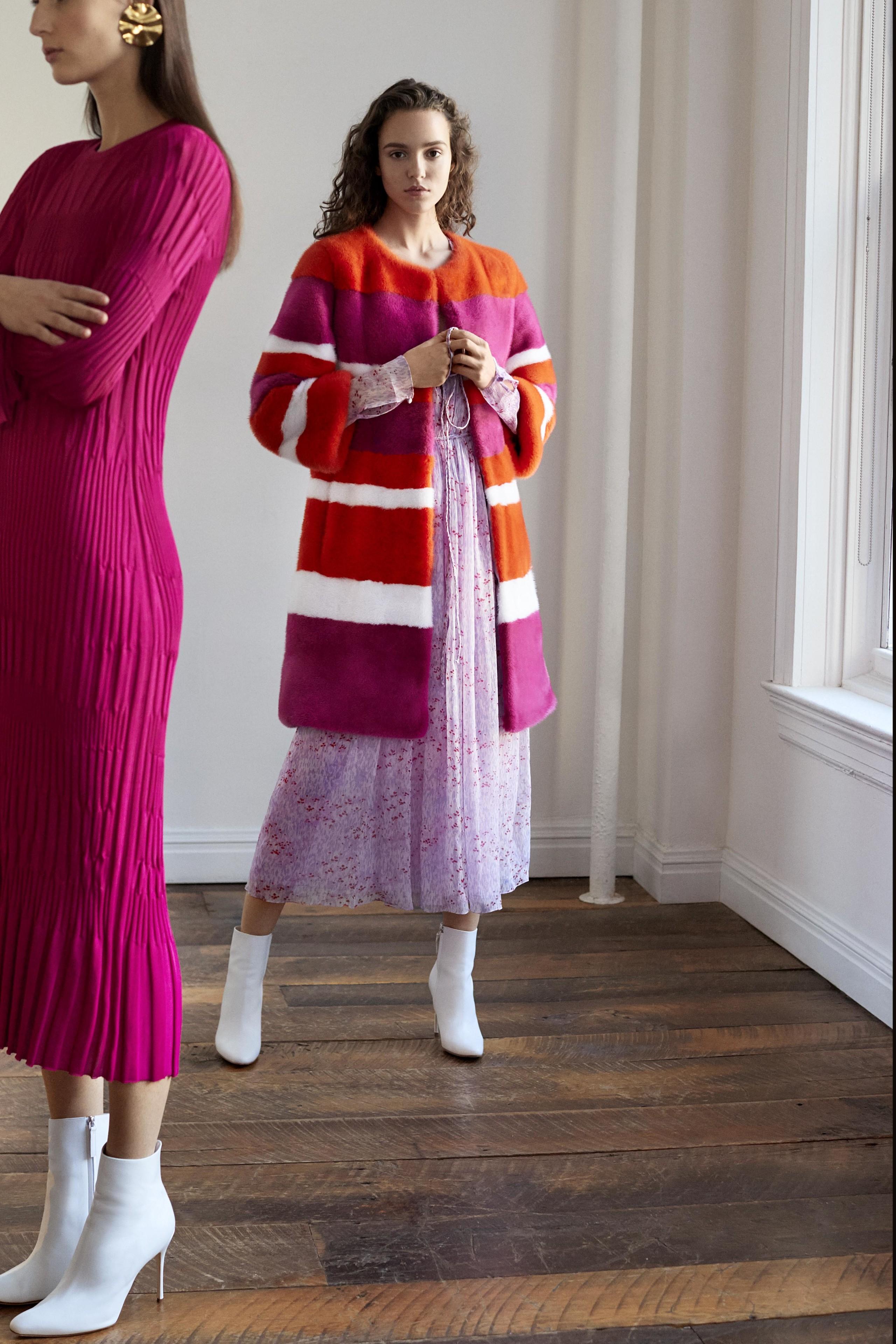 Foto de Carolina Herrera NY Pre Fall 2018: una maravillosa colección de Alta Costura (5/33)
