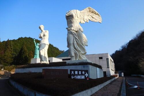 En Japón hay una copia de las esculturas del Louvre llamado The Japon Louvre Sculpture Museum