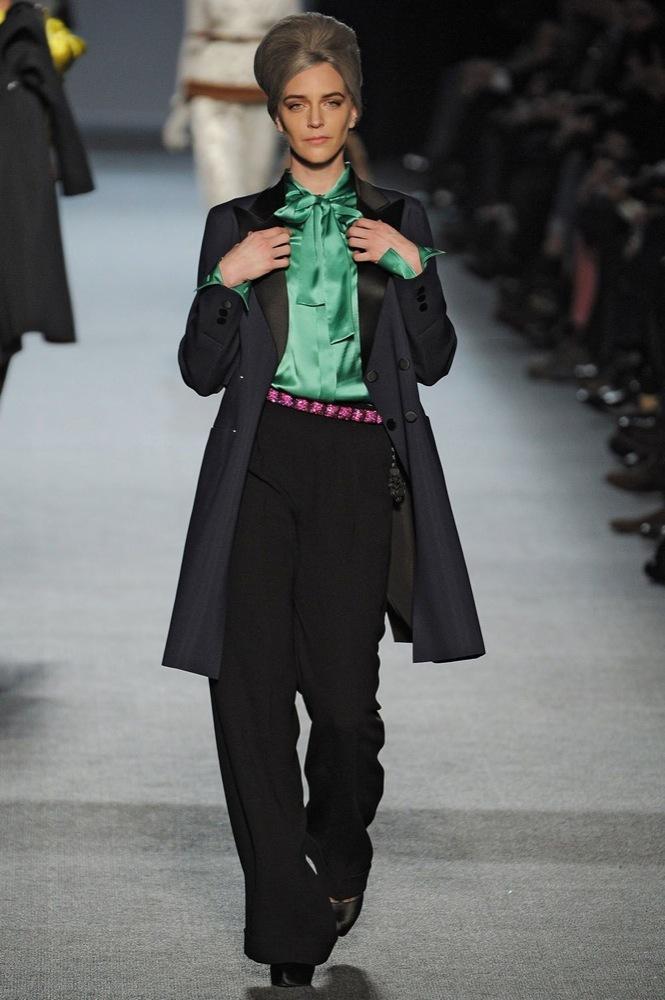 Foto de Jean Paul Gaultier Otoño-Invierno 2011/2012 en la Semana de la Moda de París: el lado sexy del estilo ladylike (11/27)
