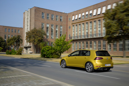 Volkswagen Golf  7 estrena paquete R-Line