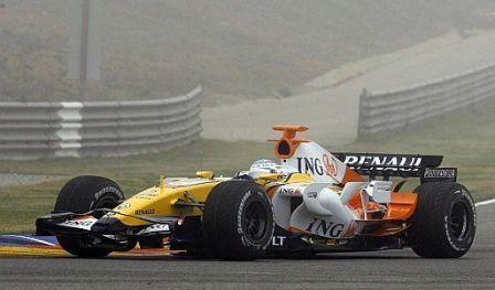 Fernando Alonso estrena el nuevo Renault R28 en Cheste