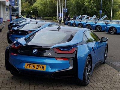 ¿Cuál será mi BMW i8? Los jugadores del Leicester City se vuelven locos para encontrar sus coches