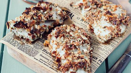 Filetes de pescado en costra de almendras. Receta de Semana Santa