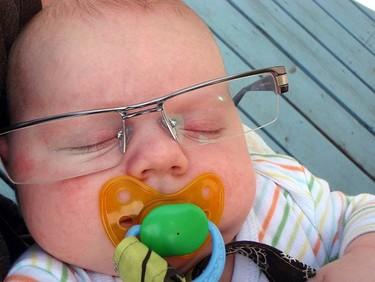 La mitad de los niños madrileños debería llevar gafas