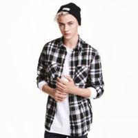 El músico Lucky Blue Smith protagoniza la campaña para la fast-fashion collection de H&M