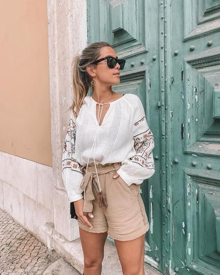 Los pantalones cortos con cintura paperbag  son los protagonistas del último look de María Pombo y estos nueve son perfectos para primavera