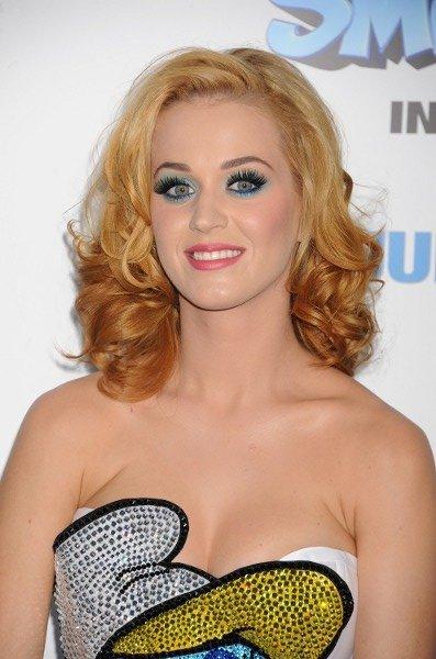 Katy Perry cambia de look y se pasa al rubio