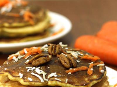 Hot cakes de zanahoria y coco. Receta