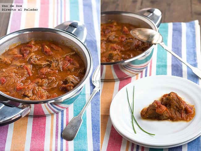 Carne con pimientos asados en salsa de tomate. Receta de aprovechamiento