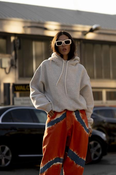 Estos vaqueros tie dye de Alberta Ferretti han triunfado: siete opciones (algunas low-cost) para emular a las chicas de moda