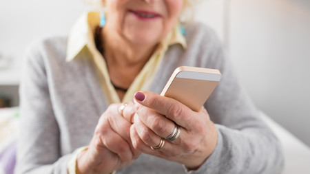 Condenan a una abuela a borrar las fotos de sus nietos en Facebook por incumplir la ley de protección de datos