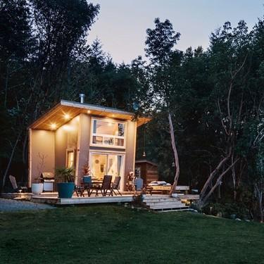 Una pequeña cabaña en Canadá, ideal para disfrutar de vacaciones en verano (y en invierno)