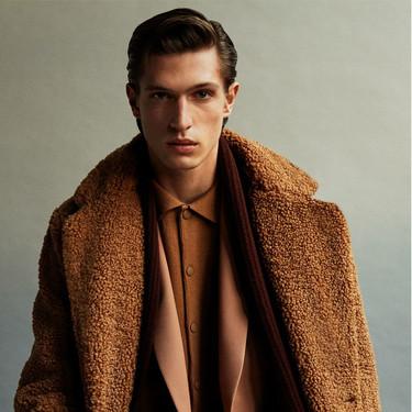 El abrigo de borreguito y otros chaquetones con los que Zara quiere que nos abriguemos este invierno