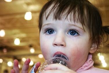 Verano con niños: precuaciones sobre el consumo de agua