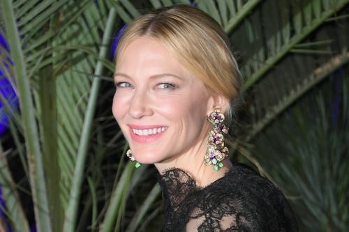 Cate Blanchett encabeza una marcha de 82 mujeres en Cannes para reclamar igualdad en la industria del cine