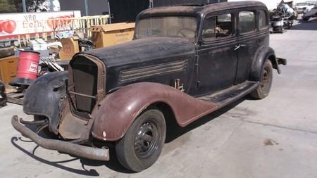 Encuentran Buick abandonado en un contenedor