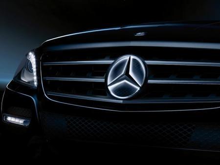 La estrella de Mercedes-Benz podrá iluminarse en opción. ¿Quiéres ver cómo lo hace?