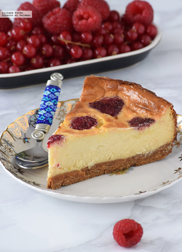 Käsekuchen o tarta de queso con frambuesas al estilo alemán: receta cremosa irresistible
