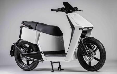 Este scooter italiano con 106 kilómetros de autonomía tiene espacio para dos cascos jet y cuesta desde 3.750 euros