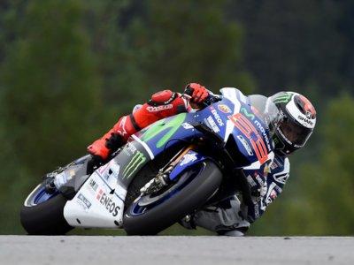 Jorge Lorenzo se quita la espina en los test de Brno, Alex Lowes se estrena sobre una MotoGP