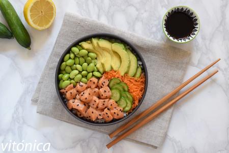 Poke bowl de salmón con edamame: receta saludable para no aburrite comiendo pescado