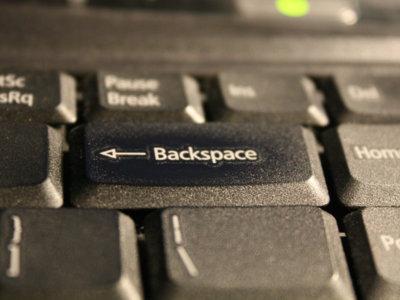¿Saltarse la contraseña del GRUB en Linux? Tan fácil como pulsar 28 veces la tecla Retroceso