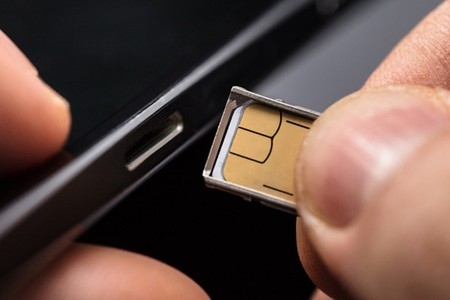 Sim Card Being Put In Phone 136426547804002601 180420081826 1068x713