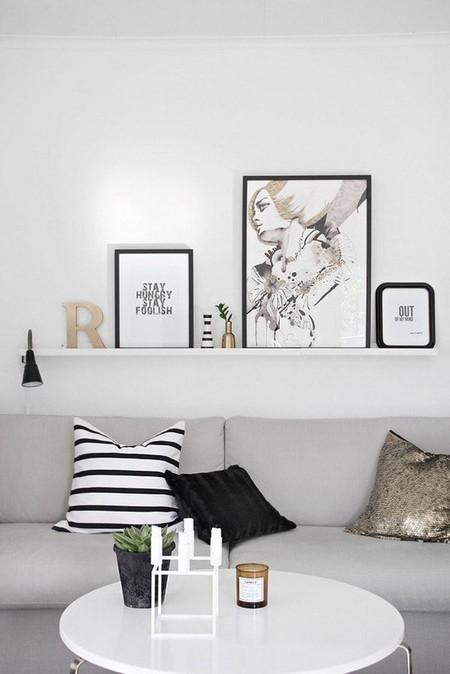 estante pared sofa