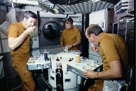 [Inocentada 2012] La NASA subasta su stock de comida espacial a punto de caducar