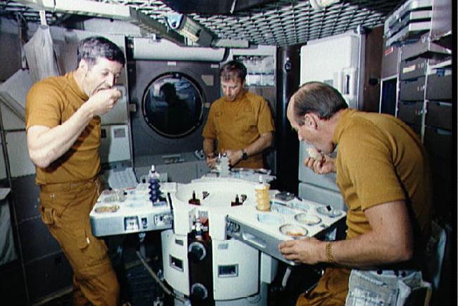 La nasa vende lotes de comida espacial - 1