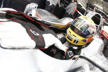 Bernie Ecclestone defiende el estilo de Lewis Hamilton