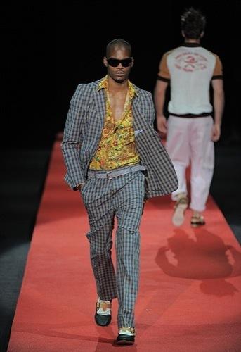 Foto de Vivienne Westwood, Primavera-Verano 2010 en la Semana de la Moda de Milán (13/13)