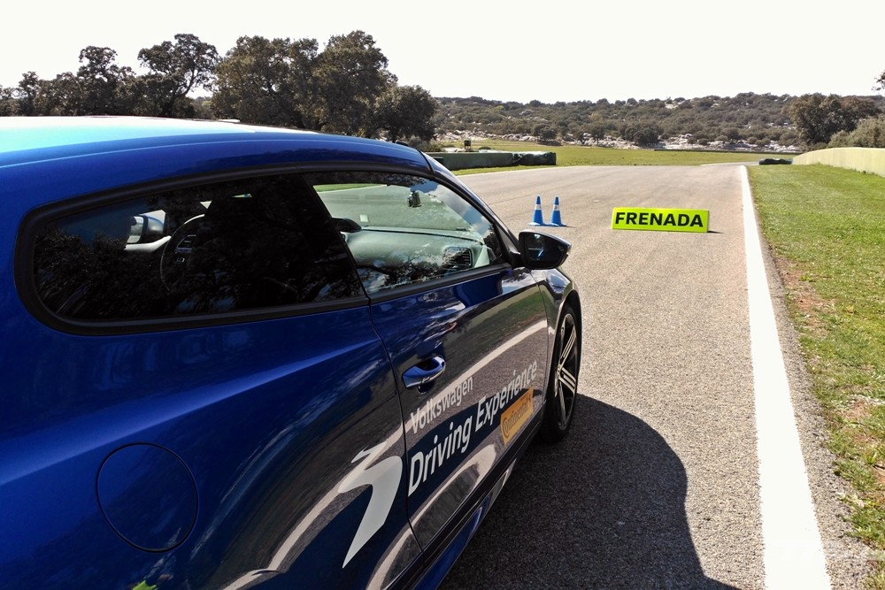 Volkswagen Driving Experience Escuela R 033