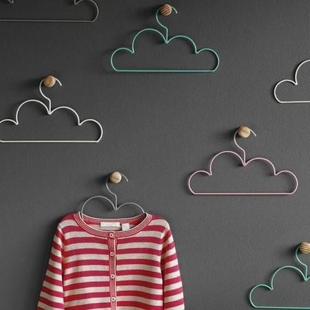 Estas perchas en forma de nube están destinadas a decorar la habitación de tu hijo