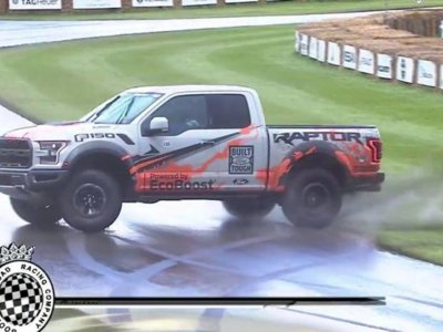 Video: tremenda patinada del ex-Stig Ben Collins a bordo de una F-150 SVT Raptor, en Goodwood