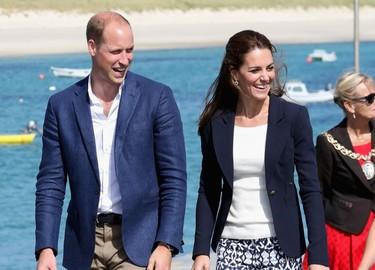 Kate Middleton, radiante con un pantalón de GAP de 22 euros (que se ha agotado, por supuesto)
