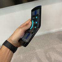 """Motorola advierte de que """"los bultos son normales"""" en la pantalla plegable del Motorola Razr"""