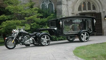 En Estados Unidos hay una empresa que convierte las Harley-Davidson en motos fúnebres para dar su última ruta a los moteros caídos