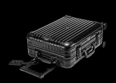 Moncler se alía de nuevo con Rimowa y lanza su segunda colección de maletas