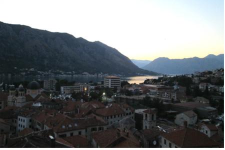 Anochecer en Kotor desde la muralla