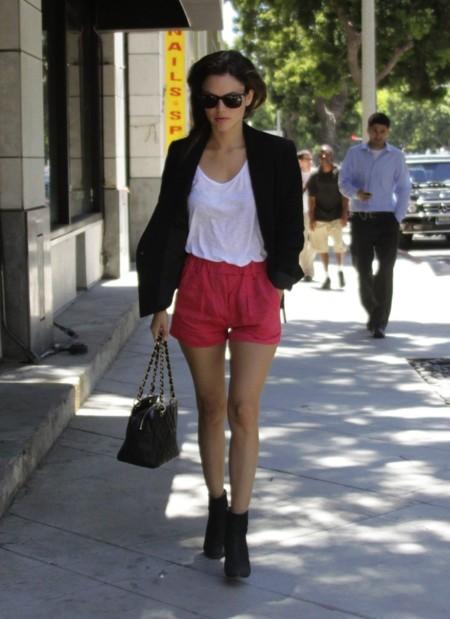 Rachel Bilson Shorts Rojos
