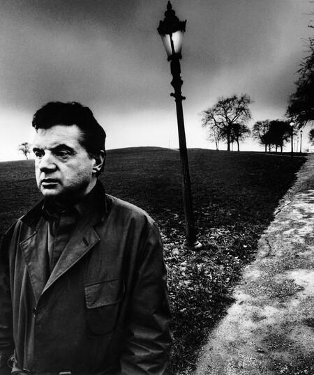Bill Brandt Francis Bacon en Primrose Hill, Londres, 1963 Francis Bacon on Primrose Hill, London 25,40 x 20,32 cm Private collection, Courtesy Bill Brandt Archive and Edwynn Houk Gallery © Bill Brandt / Bill Brandt Archive Ltd.