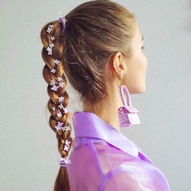 Buscaremos cualquier excusa para llenarnos la melena de flores y estos 11 accesorios para el pelo tienen la culpa