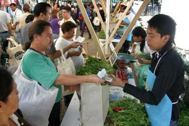 Comida a cambio de basura en el Mercado de Trueque de México