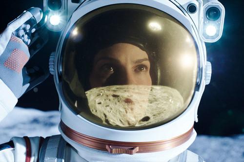 'Away': Netflix nos lleva al espacio en un eficaz y melancólico drama de astronautas que se ancla demasiado en la Tierra