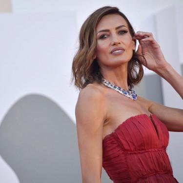 Todos los looks de la alfombra roja en el tercer día del Festival de Venecia 2020 donde Nieves Álvarez deslumbra con joyas valoradas en 6 millones de euros