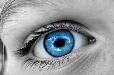 ¿Por qué hay personas con los ojos azules?