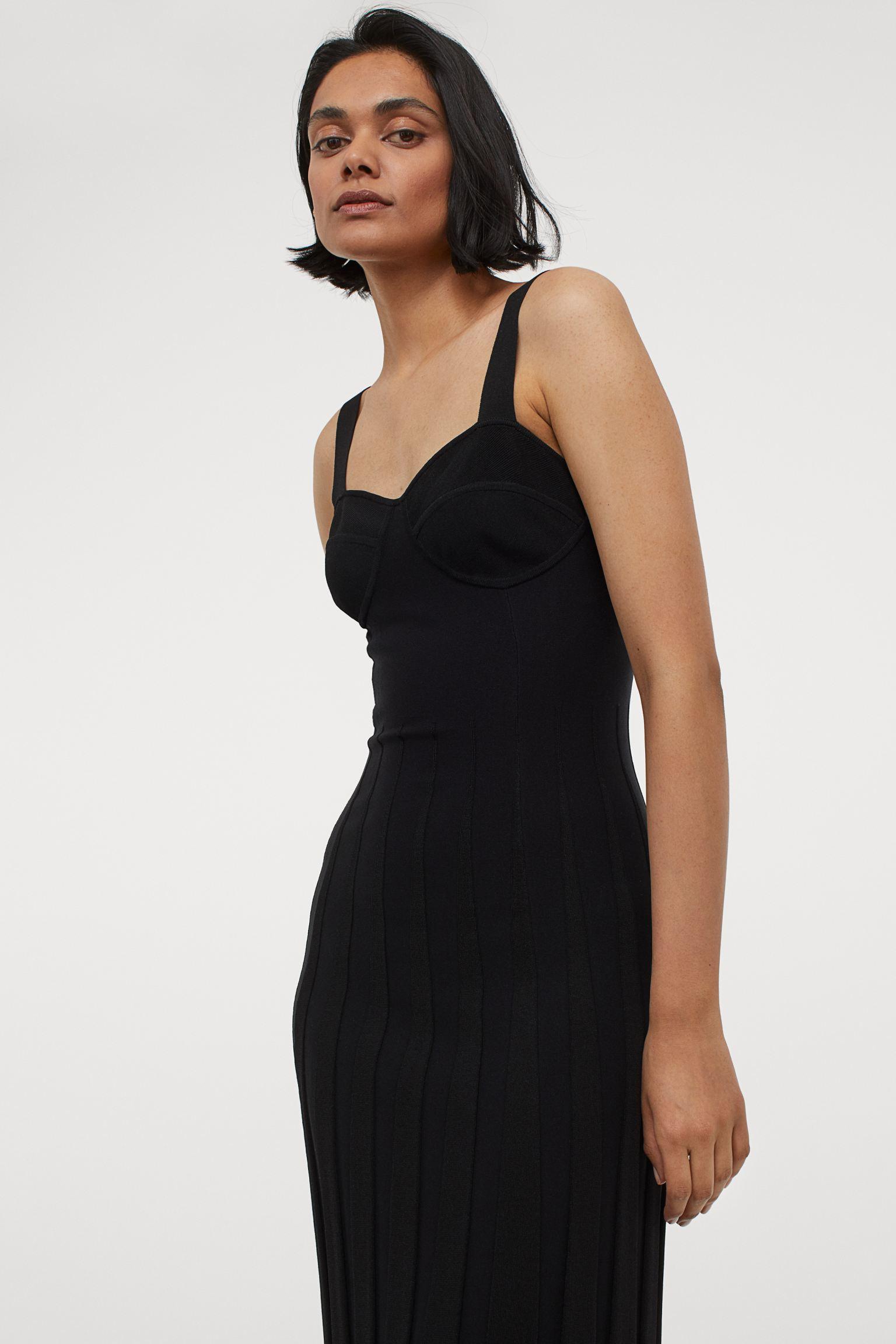 Vestido de punto fino negro muy ajustado
