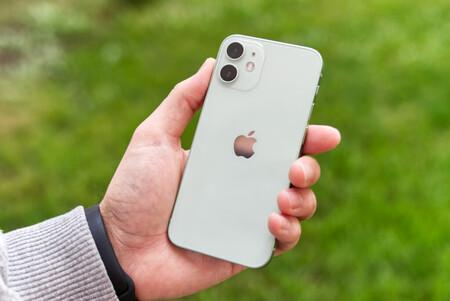 """El iPhone 12 mini está rebajado a 739 euros en Amazon: el nuevo smartphone """"pequeño"""" de Apple a su precio mínimo histórico"""