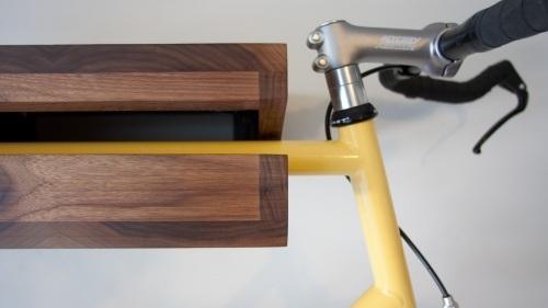 Foto de Una estantería donde colgar la bicicleta (3/5)